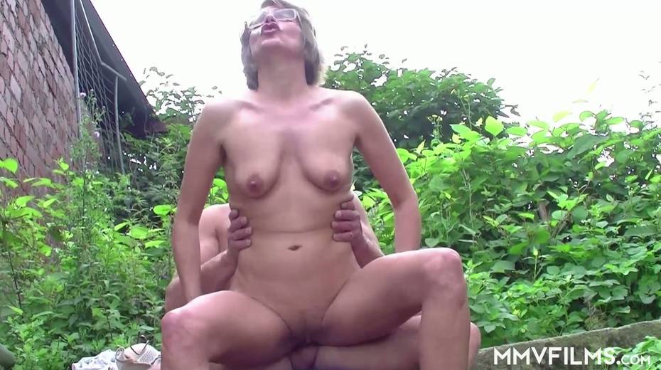 Old bitch Karin seduces farmer and gives him best ever blowjob in his life - 11. pic