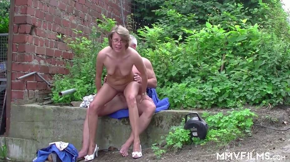 Old bitch Karin seduces farmer and gives him best ever blowjob in his life - 13. pic