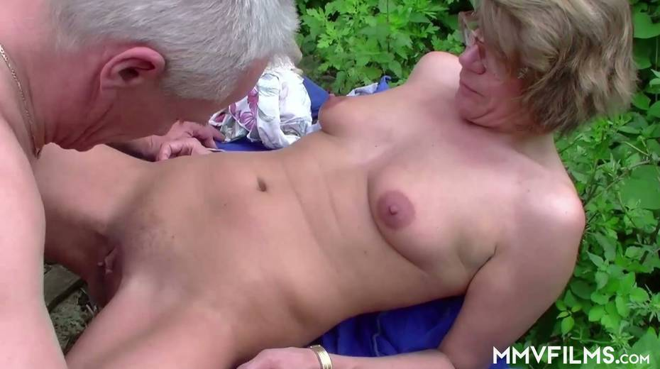 Old bitch Karin seduces farmer and gives him best ever blowjob in his life - 18. pic
