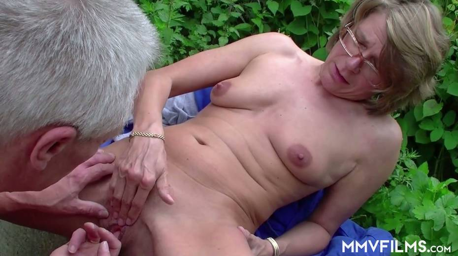 Old bitch Karin seduces farmer and gives him best ever blowjob in his life - 20. pic