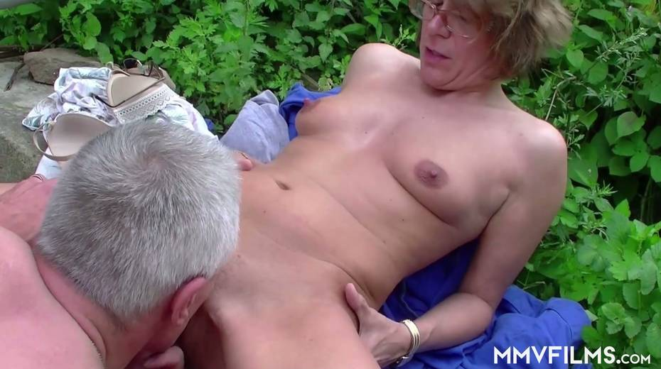 Old bitch Karin seduces farmer and gives him best ever blowjob in his life - 22. pic