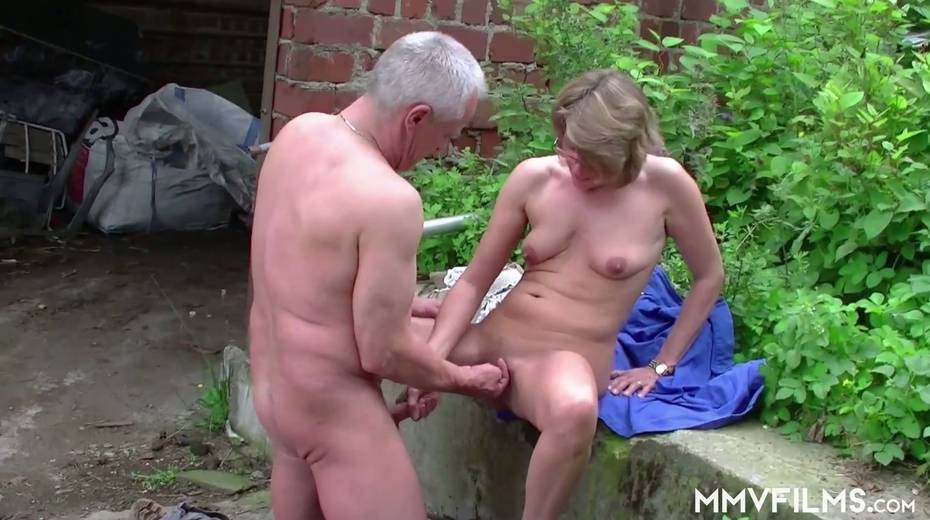 Old bitch Karin seduces farmer and gives him best ever blowjob in his life - 24. pic