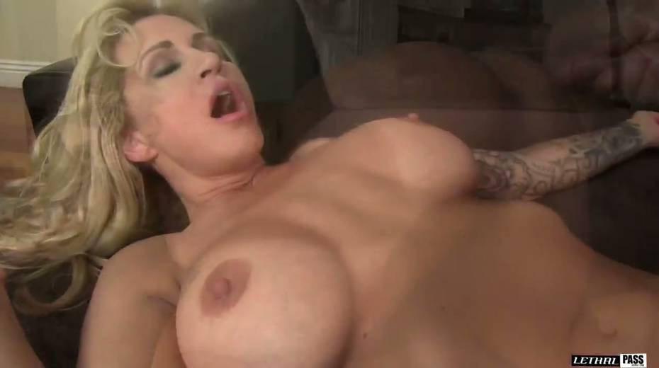 Bootylicious and big tittied harlot Ryan Conner gets laid like three's no tomorrow - 15. pic