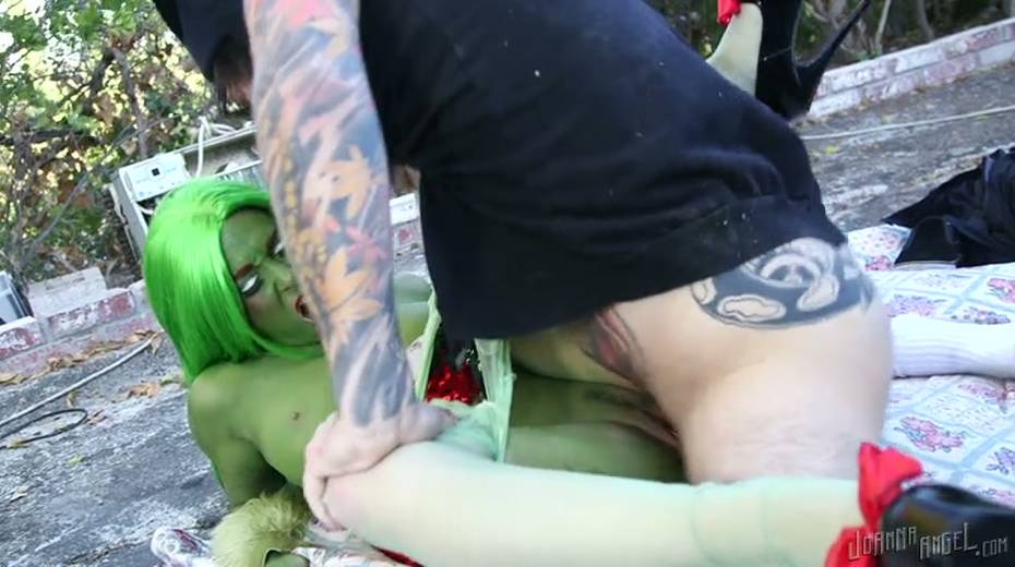 Grinch with boobs is gaped brutally outdoor - 4. pic