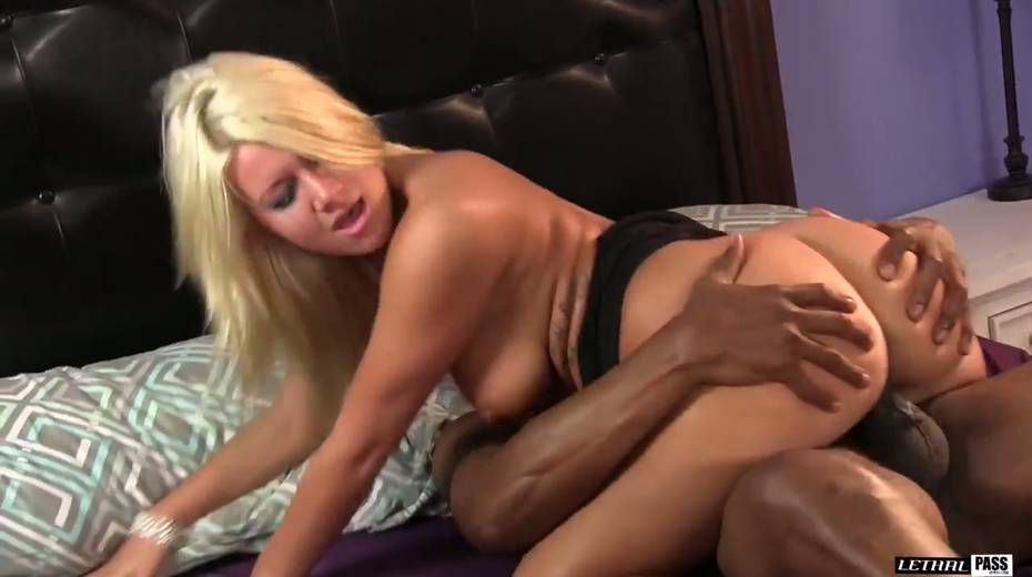 White whore Layla Price moans under well endowed BBC - 5. pic