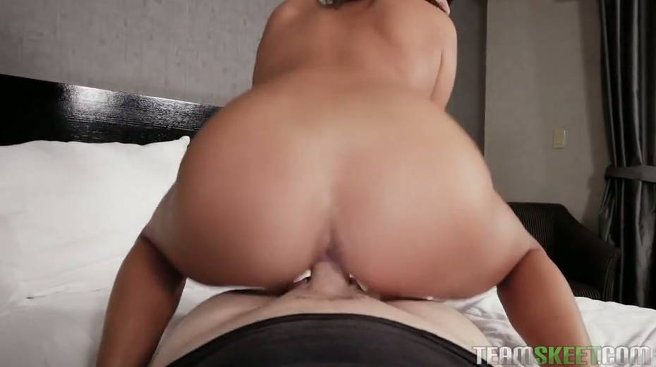 Kinky chick Isabella Nice is fucked hard and jizzed in hot POV clip - 27. pic