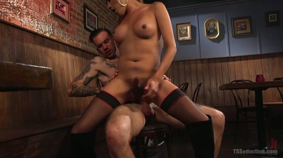Seductive tranny with big boobs Jessica Fox fucks one dude - 19. pic