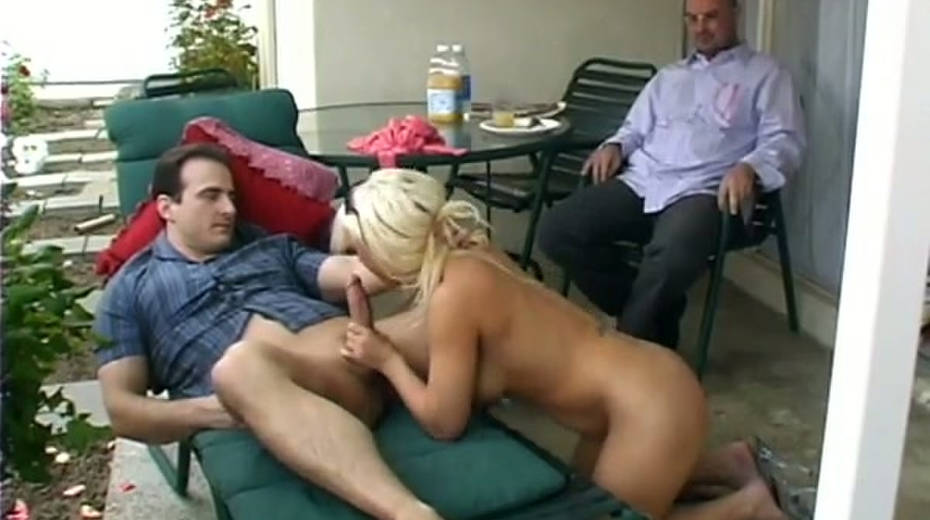 Alluring blonde slut Missy Monroe gets drilled in the patio - 1. pic