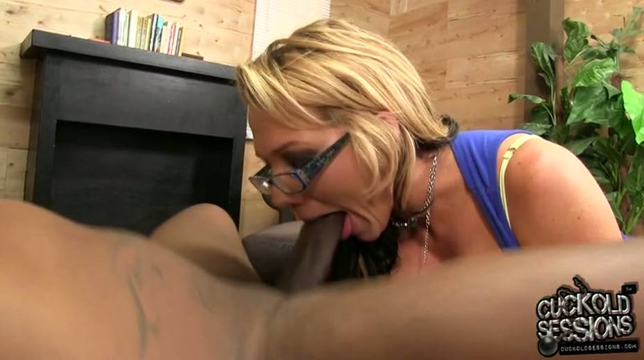 Damn hot big bottomed MILFie housewife Nikki Sexx jumps on massive BBC - 11. pic