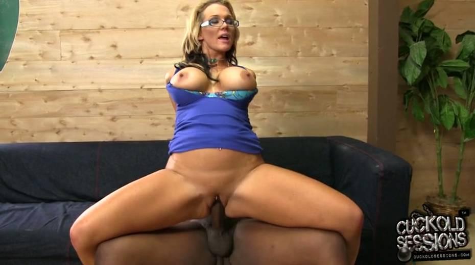 Damn hot big bottomed MILFie housewife Nikki Sexx jumps on massive BBC - 15. pic
