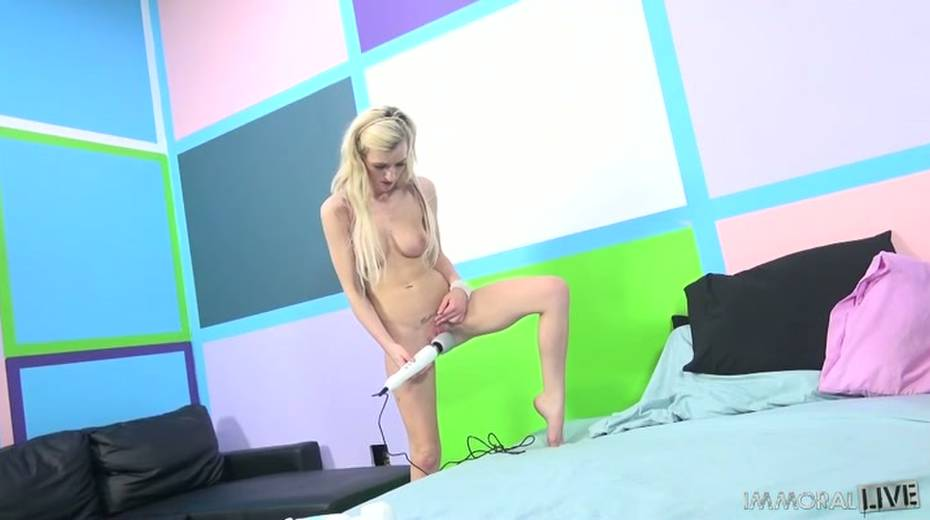 All natural Skylar Green is riding her Sybian machine like a cowgirl - 3. pic