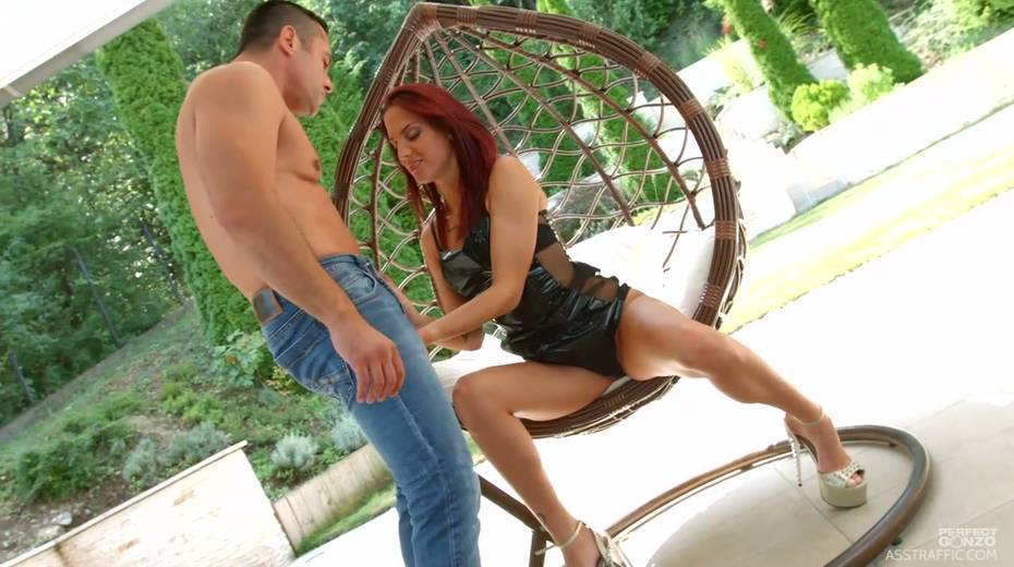Red haired slut Lien Parker enjoys fisting and pussy anal pounding - 3. pic