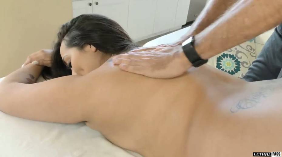 Jaw dropping slut with huge ass Alycia Starr is fucked by hot blooded stud - 7. pic