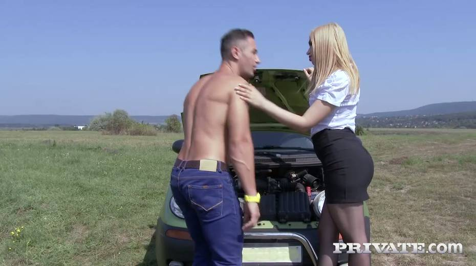 Super sexy fellow traveler Alana Moon is fucked hard in the field - 3. pic