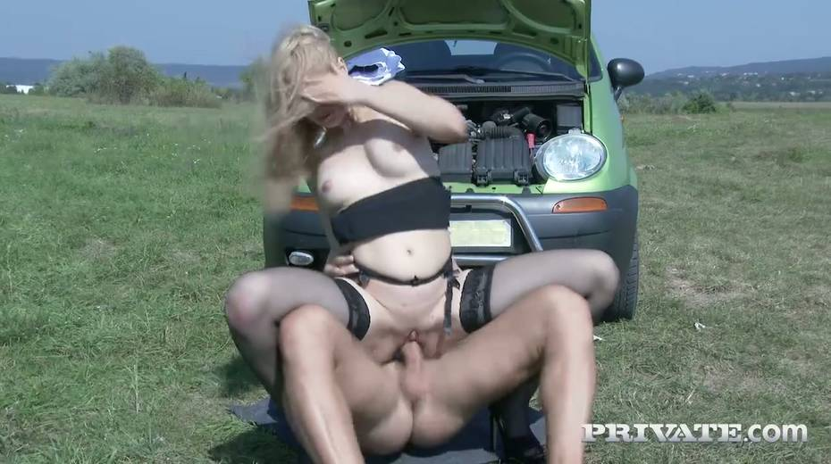 Super sexy fellow traveler Alana Moon is fucked hard in the field - 15. pic