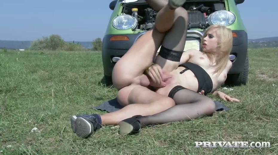 Super sexy fellow traveler Alana Moon is fucked hard in the field - 22. pic
