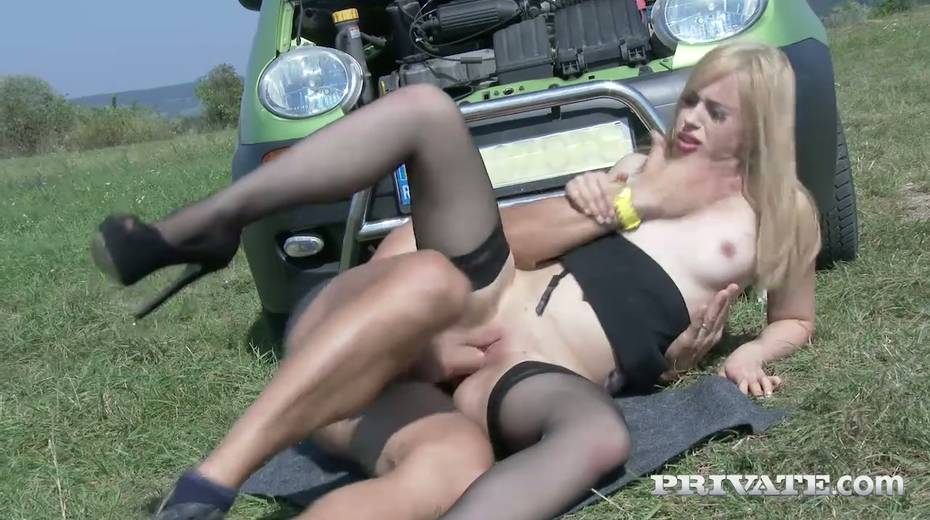 Super sexy fellow traveler Alana Moon is fucked hard in the field - 25. pic