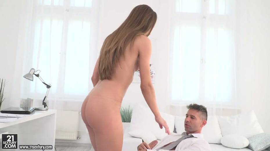Ardent secretary Veronica Clark is having dirty anal sex with her boss - 5. pic