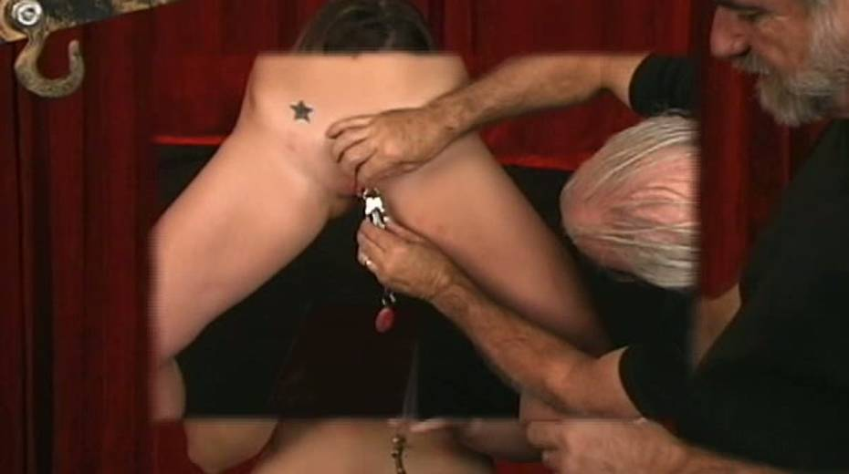 Cunning master uses clover clips on her nipples with some weights - 3. pic