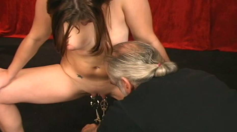 Cunning master uses clover clips on her nipples with some weights - 10. pic