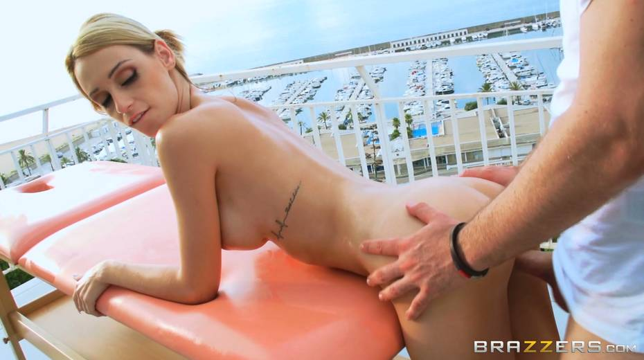 This sex crazed blonde wants more than a full body massage - 3. pic