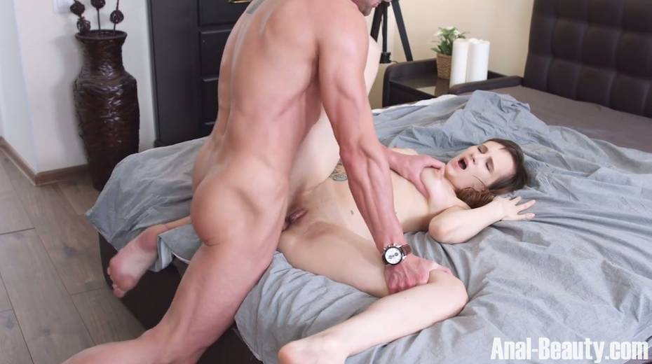 Seductive girlfriend Stasya Stoune takes cum in her opened mouth - 19. pic