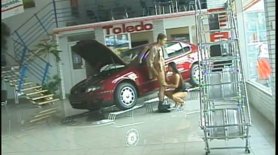 Horny tramp Dorothy Black fucks mechanic in a car center - 13. pic