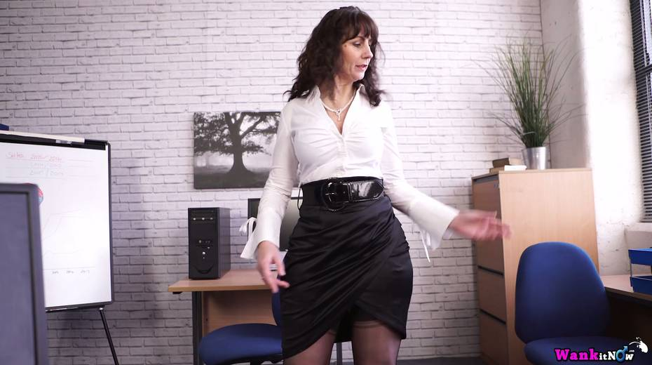 Middle aged secretary Toni Lace  masturbates her pussy in the office - 2. pic