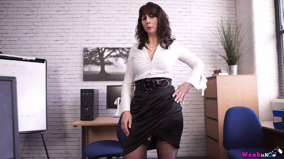 Middle aged secretary Toni Lace  masturbates her pussy in the office - 4. pic