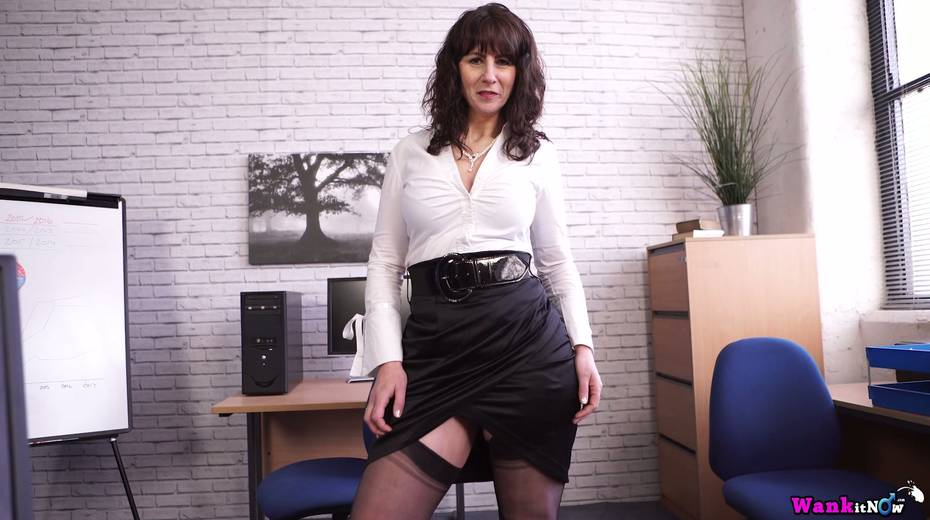 Middle aged secretary Toni Lace  masturbates her pussy in the office - 5. pic