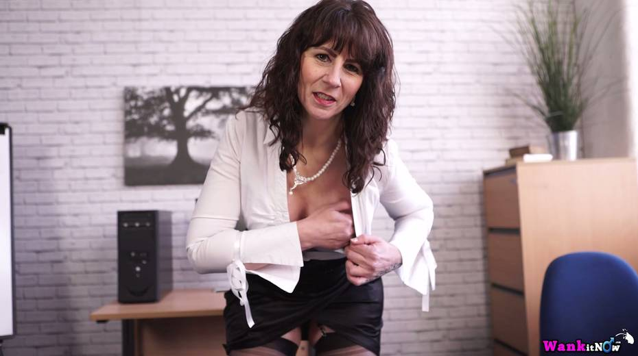 Middle aged secretary Toni Lace  masturbates her pussy in the office - 9. pic