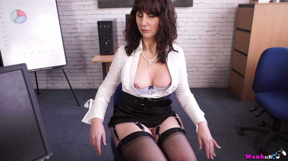 Middle aged secretary Toni Lace  masturbates her pussy in the office - 16. pic