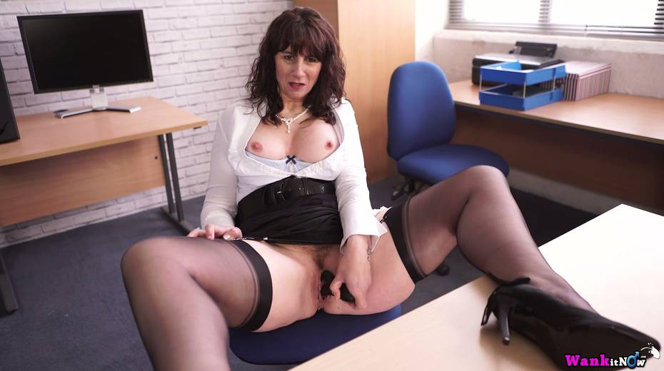 Middle aged secretary Toni Lace  masturbates her pussy in the office - 19. pic