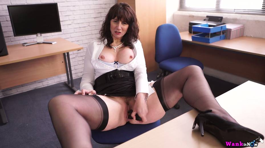 Middle aged secretary Toni Lace  masturbates her pussy in the office - 20. pic