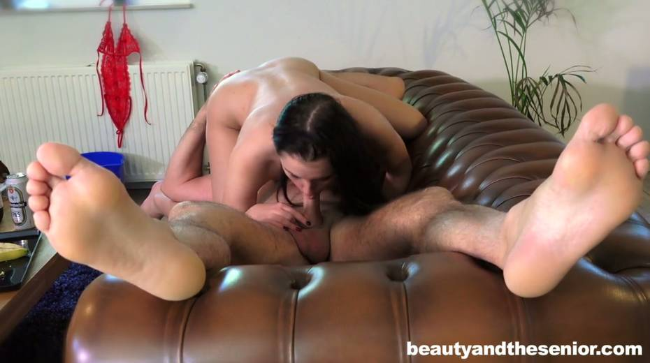 Young gal Kittina Ivory is having 69 sex with elder bald headed dude - 3. pic