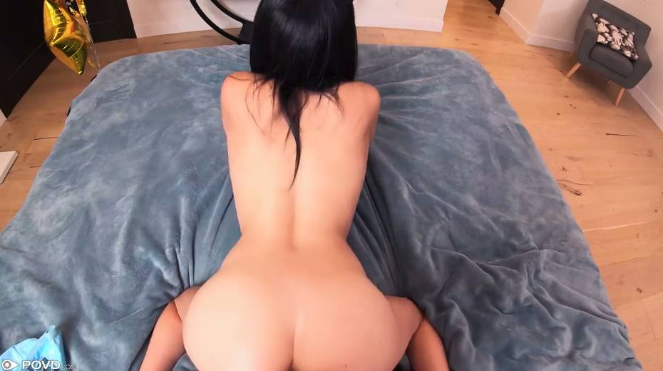 Perfectly shaped chick Savannah Sixx gets facial after hardcore pussy pounding - 23. pic