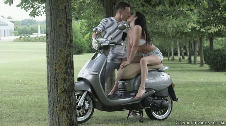 Romantic date ends up with passionate and crazy anal sex in the garden - 2. pic