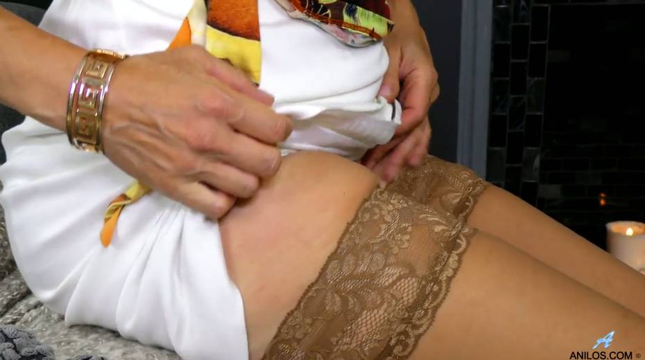 Mature blonde Diana Gold is finger fucking her wet and whorish punani - 6. pic