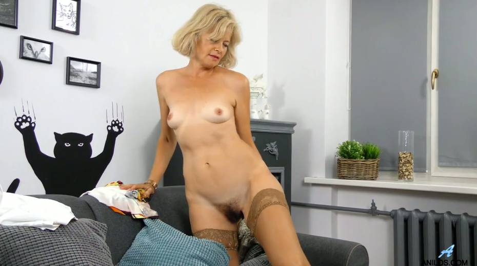 Mature blonde Diana Gold is finger fucking her wet and whorish punani - 12. pic