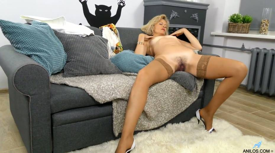 Mature blonde Diana Gold is finger fucking her wet and whorish punani - 13. pic