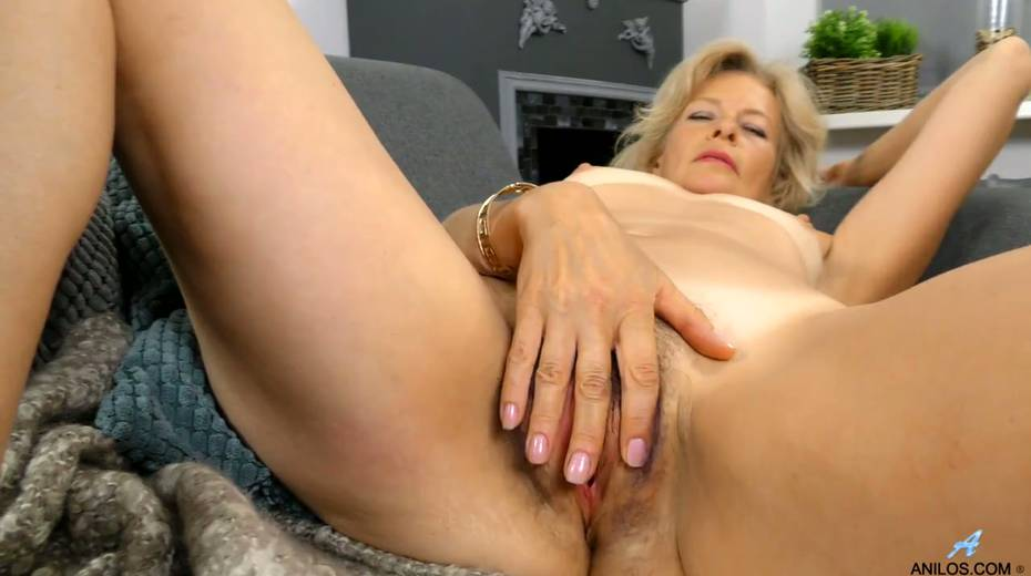 Mature blonde Diana Gold is finger fucking her wet and whorish punani - 19. pic