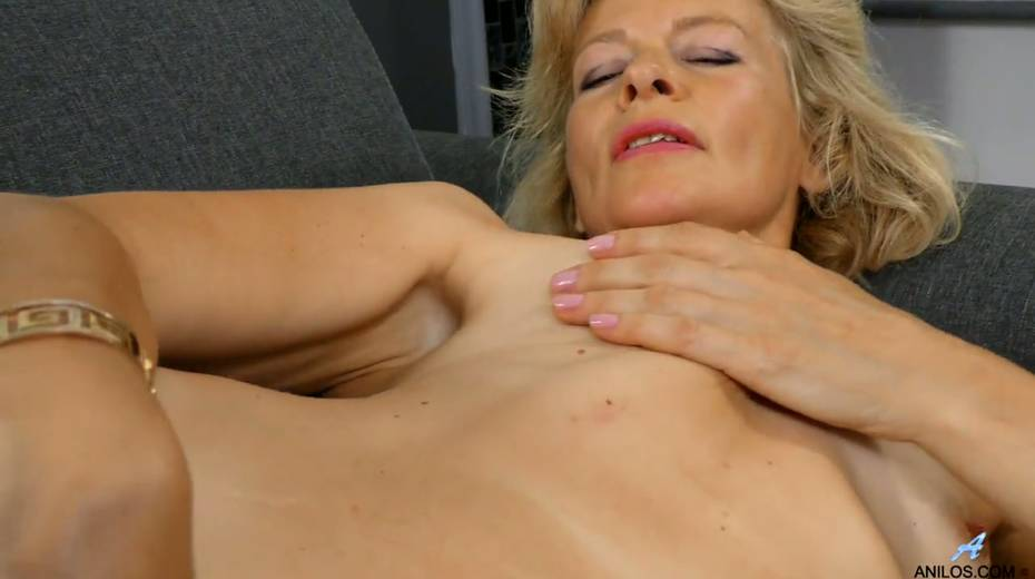 Mature blonde Diana Gold is finger fucking her wet and whorish punani - 21. pic