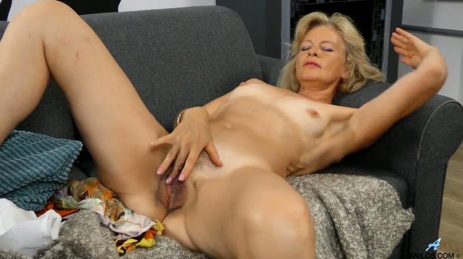 Mature blonde Diana Gold is finger fucking her wet and whorish punani - 22. pic