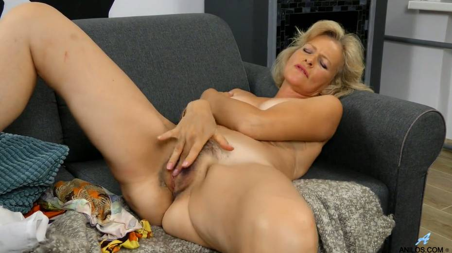 Mature blonde Diana Gold is finger fucking her wet and whorish punani - 23. pic