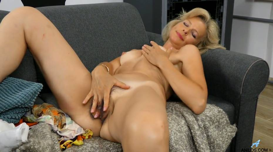 Mature blonde Diana Gold is finger fucking her wet and whorish punani - 24. pic