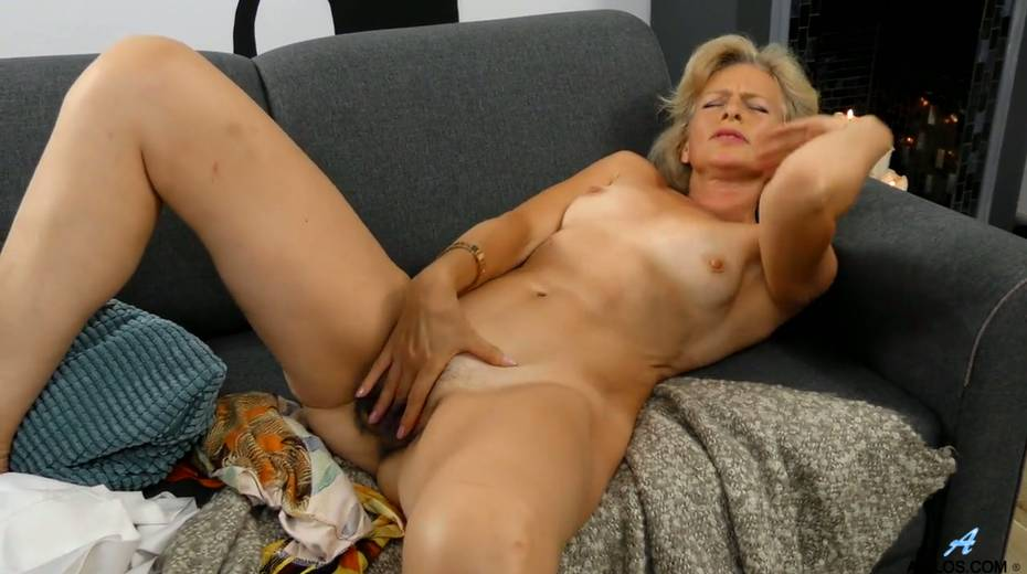 Mature blonde Diana Gold is finger fucking her wet and whorish punani - 27. pic