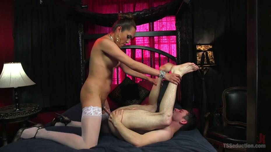 Hot blooded tranny Jessica Fox fucks deep throat and stretches anus of bisexual boyfriend - 17. pic