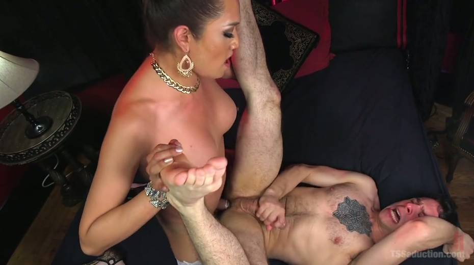 Hot blooded tranny Jessica Fox fucks deep throat and stretches anus of bisexual boyfriend - 19. pic