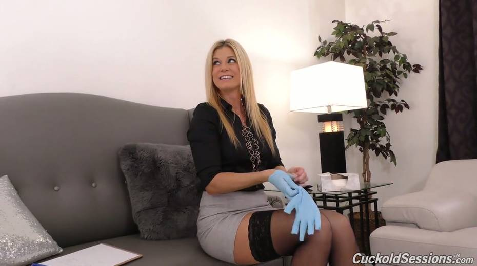 Sexologist India Summer goes black in front of her nerdy client - 3. pic