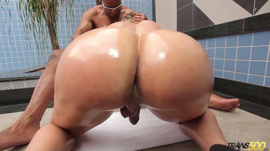 Black hunk fucks sex-appeal bootyful tranny Katrina Rouge - 12. pic
